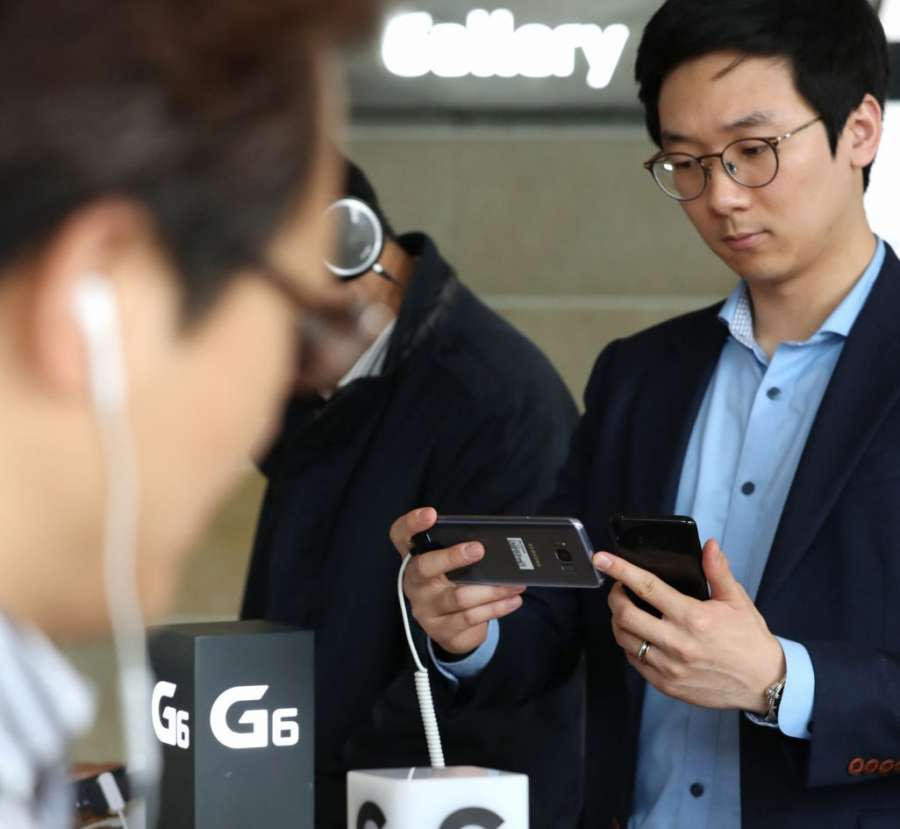 Seoul: Visitors look at Samsung's new Galaxy S8 smartphone at a Seoul store on April 7, 2017. when the tech giant began the phone's presale. (Yonhap/IANS) by .