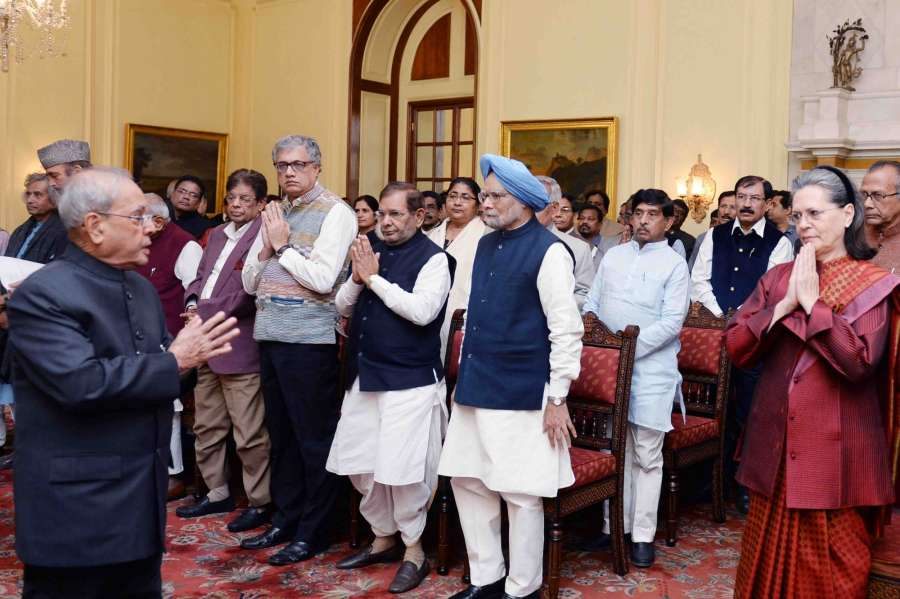 New Delhi: President Pranab Mukherjee, meets a delegation of opposition leaders at Rashtrapati Bhavan on Dec. 16, 2016. Congress president Sonia Gandhi, former Prime Minister Manmohan Singh, Rahul Gandhi, Mallikarjun Kharge, Sharad Yadav, Sudip Bandyopadhyay, Derek O'Brien and other leaders were also present. (Photo: IANS/RB) by .
