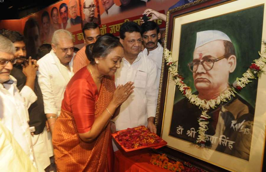 Patna: Former Lok Sabha speaker Meira Kumar pays tribute to freedom fighter Krishna Singh on his birth anniversary in Patna on Oct 21, 2016. (Photo: IANS) by .