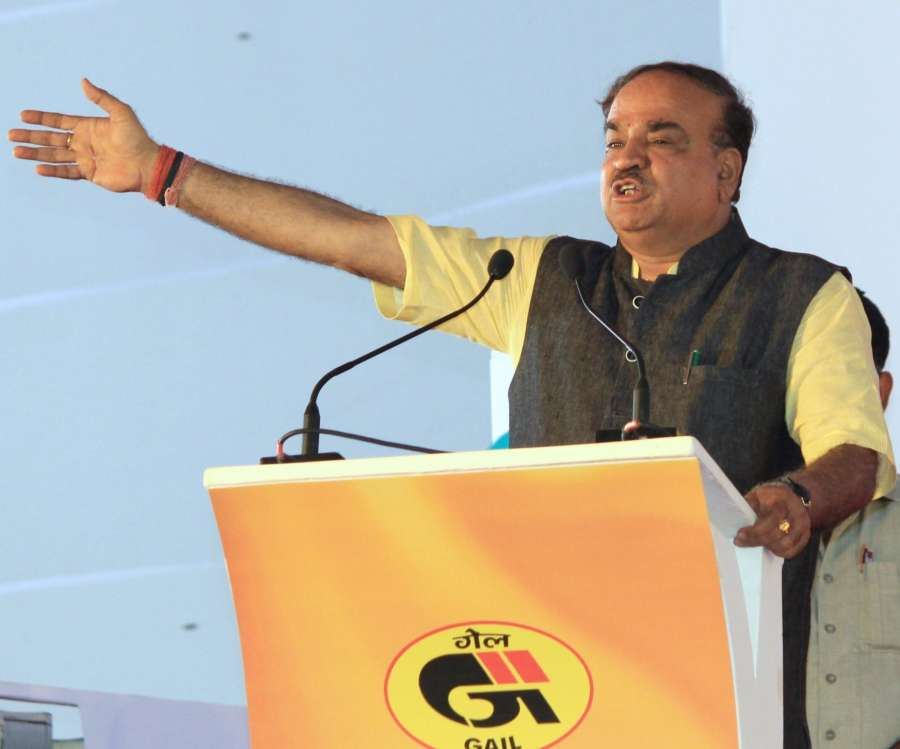 Bengaluru: Union Chemical and Fertilizer Minister Ananth Kumar addresses during a programme organised to launch Bengaluru City Gas Distribution Project, CNG Gas Station and Pradhan Mantri Ujjwala Yojana in Bengaluru on June 18, 2017. (Photo: IANS) by .