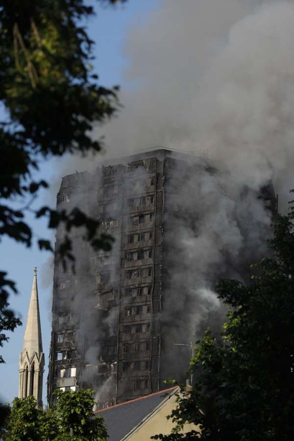 LONDON, June 14, 2017 (Xinhua) -- An apartment building is engulfed by a massive fire in western London, Britain, June 14, 2017. A massive fire engulfed a 27-story apartment building in western London early Wednesday three hours after police received the first report of the blaze. (Xinhua/Han Yan/IANS) by .