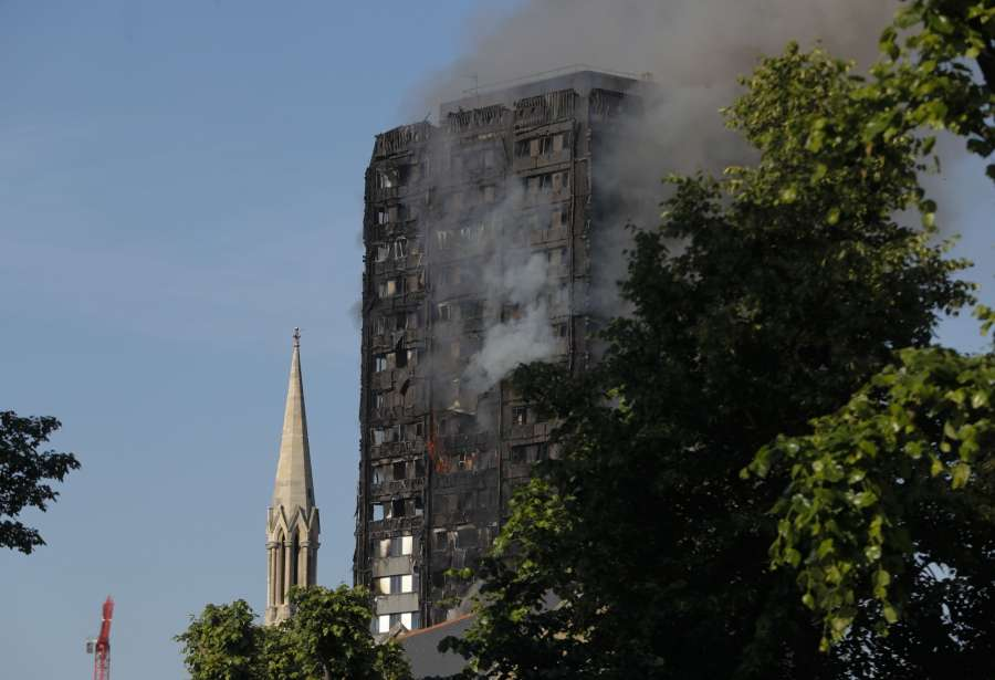 LONDON, June 14, 2017 (Xinhua) -- An apartment building is engulfed by a massive fire in western London, Britain, June 14, 2017. A massive fire engulfed a 27-story apartment building in west London early Wednesday as around 30 people have been taken to hospitals following the blaze. (Xinhua/Han Yan/IANS) by .
