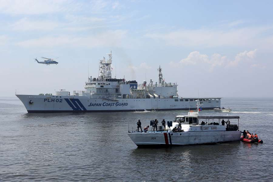 (WORLD SECTION) JAPAN-PHILIPPINES-JOINT MARITIME ENFORCEMENT EXERCISE by .