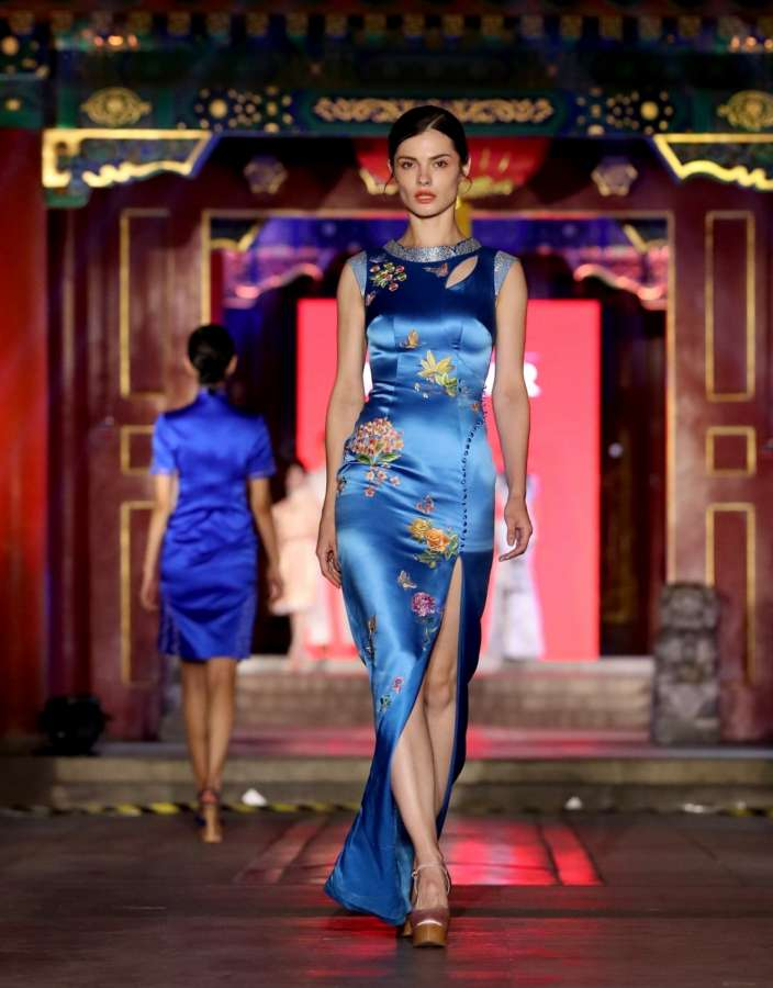 BEIJING, June 6, 2017 (Xinhua) -- A model presents a creation of Suzhou embroidery from designer NE·TIGER during a fashion show on China intangible cultural heritage at Prince Gong's Mansion in Beijing, capital of China, June 5, 2017. (Xinhua/Cheng Min/IANS) (yxb) by .