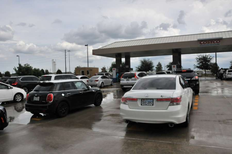 TEXAS, Aug. 25, 2017 (Xinhua) -- People line up to fill in gas in a service station in Houston, the United States, on Aug. 24, 2017. The populations in the southern part of Texas are preparing for significant impacts from Hurricane Harvey as it is expected to make landfall as a Category 3 Hurricane from the Gulf of Mexico on Friday. (Xinhua/Liu Liwei/IANS) by .