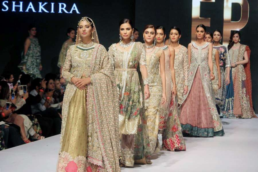 KARACHI, Sept. 15, 2017 (Xinhua) -- Models present creations on the last day of the Pakistan Fashion Week in southern Pakistani port city of Karachi on Sept. 14, 2017. (Xinhua/Arshad/IANS) by .