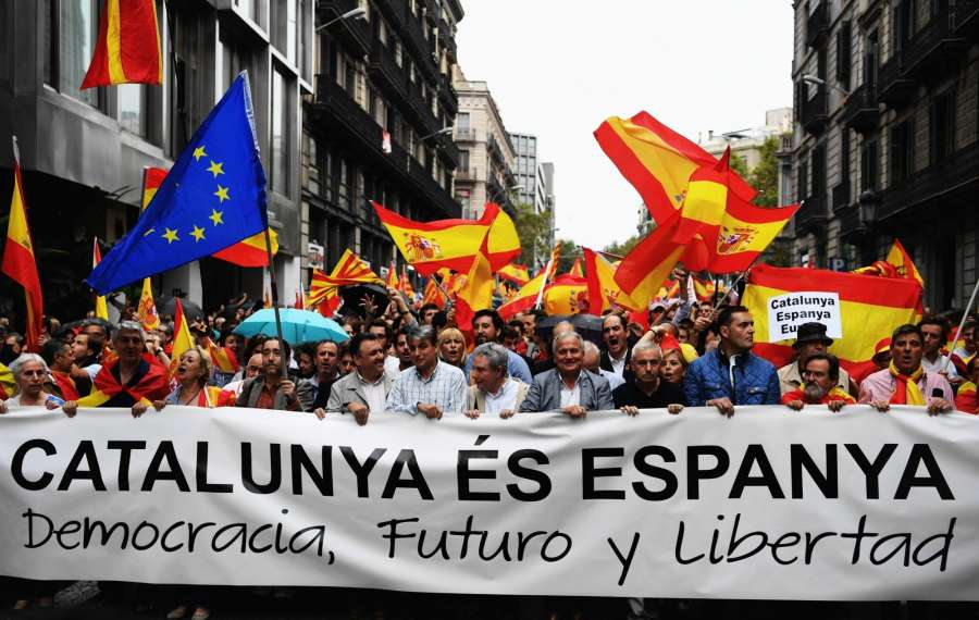 BARCELONA, Oct. 1, 2017 (Xinhua) -- People take to the streets to defend Spain's unity, its constitution and protest against the independence referendum set to be held on Sunday which has been declared illegal by Spain's Constitutional Court, in Barcelona, Spain, on Sept. 30, 2017. (Xinhua/Guo Qiuda/IANS) by .
