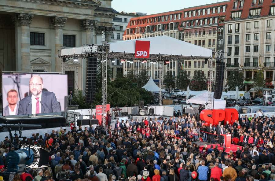 BERLIN, Sept. 22, 2017 (Xinhua) -- Photo taken on Sept. 22, 2017 shows a view of an election rally of German Social Democratic Party (SPD) for Germany's federal elections, which fall on Sept. 24, in Berlin, capital of Germany. (Xinhua/Shan Yuqi/IANS) by .