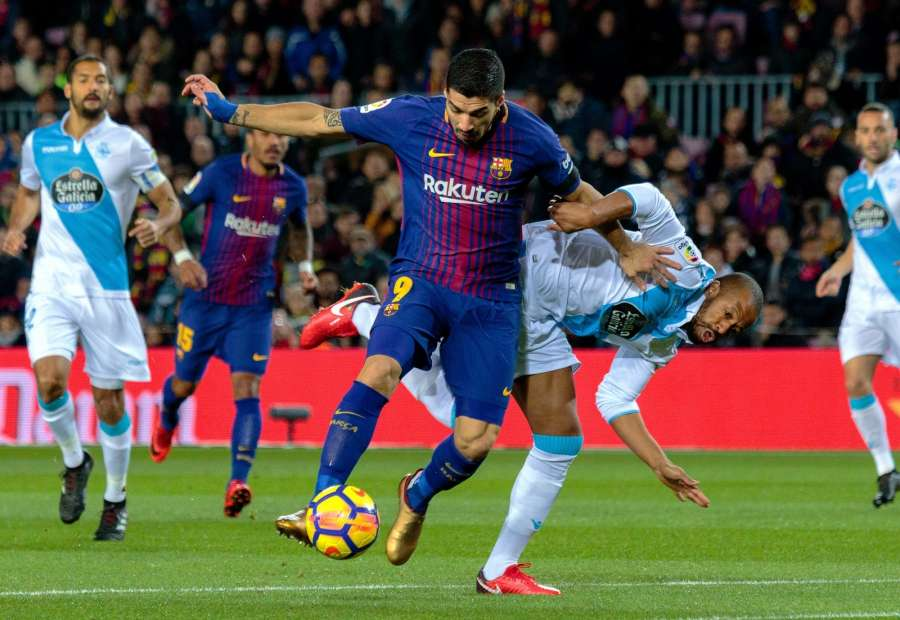 FC Barcelona's Luis Suarez (front) competes during a Spanish League match between FC Barcelona and RC Deportivo in Barcelona, Spain. (Xinhua/Joan Gosa/IANS)