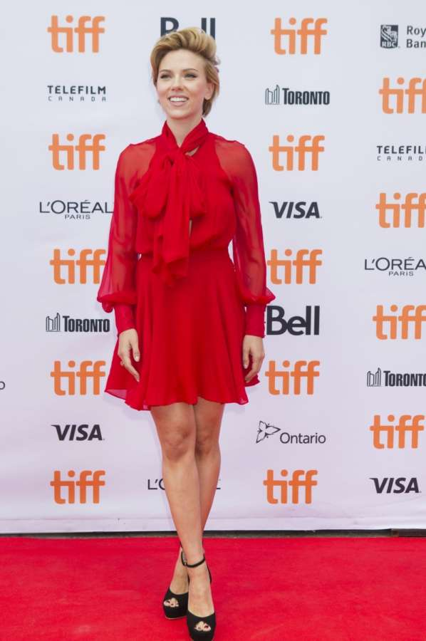 "TORONTO (Xinhua) -- Actress Scarlett Johansson attends the world premiere of the film ""Sing"" at Princess of Wales Theatre during the 41st Toronto International Film Festival in Toronto, Canada, Sept. 11, 2016. (Xinhua/Zou Zheng/IANS) by ."