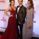 "Mumbai: Filmmaker Karan Johar, actresses Kriti Sanon and Sonakshi Sinha at the red carpet of ""Filmfare Glamour & Style Awards 2017"" in Mumbai on Dec 1, 2017. (Photo: IANS) by ."