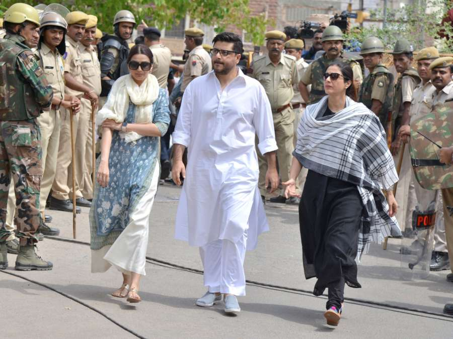Jodhpur: Actress Sonali Bendre arrives to appear before a Jodhpur rural court in connection with the hearing in black buck poaching case, on April 5, 2018. While Actor Salman Khan was found guilty on Thursday in the 1998 black buck poaching case while the other four accused actors -- Sonali Bendre, Saif Ali Khan, Tabu and Neelam -- were acquitted of all charges. (Photo: IANS) by .