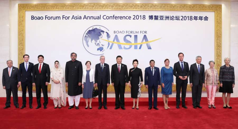 BOAO, April 10, 2018 (Xinhua) -- Chinese President Xi Jinping (C) and his wife Peng Liyuan (7th R) pose for a group photo with foreign guests attending the Boao Forum for Asia Annual Conference 2018 in Boao, south China's Hainan Province, April 10, 2018. (Xinhua/Xie Huanchi/IANS) by .