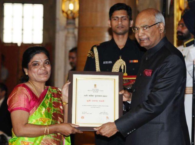 New Delhi: President Ram Nath Kovind presents Nari Shakti Puruskar for the year 2017 to Jayamma Bandari, Hyderabad during a programme organised on International Women's Day, at Rashtrapati Bhavan, in New Delhi on March 8, 2018. (Photo: IANS/PIB) by .