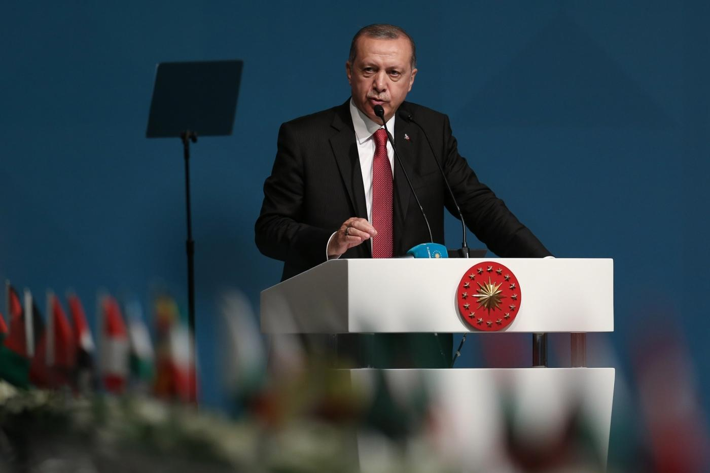 """ISTANBUL, May 19, 2018 (Xinhua) -- Turkish President Recep Tayyip Erdogan makes a speech at an extraordinary summit of the Organization of Islamic Cooperation (OIC) in Istanbul, Turkey, on May 18, 2018. The 57-member OIC on Friday vowed to take """"all necessary steps"""" to prevent other countries from following the U.S. example of moving their Israel embassies to Jerusalem. (Xinhua/Anadolu Agency/IANS) by ."""