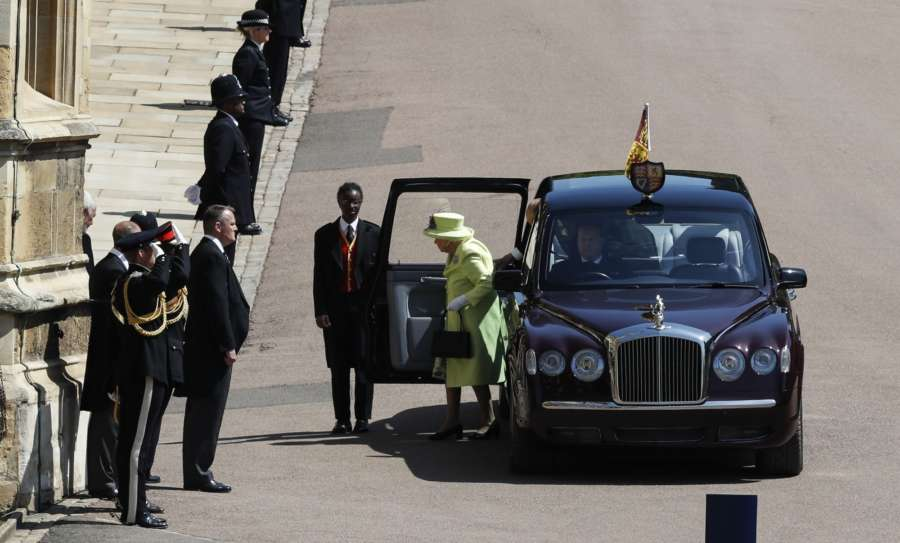 WINDSOR, May 19, 2018 (Xinhua) -- Britain's Queen Elizabeth II (C) arrives in Windsor Castle for the royal wedding of Prince Harry and his bride Meghan Markle in Windsor, Britain on May 19, 2018. (Xinhua/Han Yan/IANS) by .