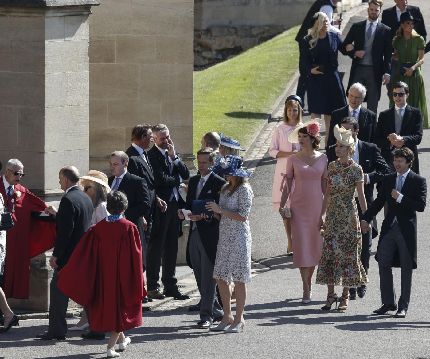 WINDSOR, May 19, 2018 (Xinhua) -- Guests arrive at St. George's Chapel in Windsor Castle for the royal wedding of Prince Harry and his bride Meghan Markle in Windsor, Britain, on May 19, 2018. (Xinhua/Han Yan/IANS) by .