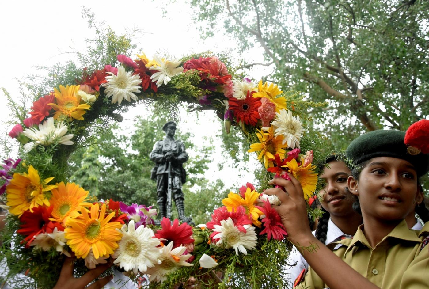 Bengaluru: School students pays homage to the martyrs on the occasion of Kargil Vijay Diwas at National Military Memorial Park, in Bengaluru on July 26, 2018. (Photo: IANS) by .