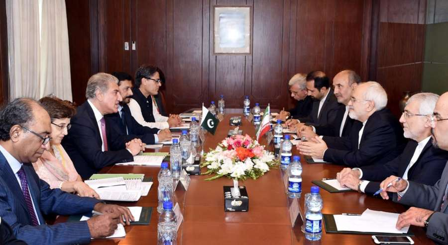 ISLAMABAD, Aug. 31, 2018 (Xinhua) -- Photo released by Pakistan's Press Information Department (PID) on Aug. 31, 2018 shows that Pakistani Foreign Minister Shah Mahmood Qureshi (3rd L) attends a meeting with his Iranian counterpart Mohammad Javad Zarif (3rd R) in Islamabad, capital of Pakistan. Pakistan on Friday expressed its support to Iran on the international nuclear deal related to the Iranian nuclear issue during talks between foreign ministers of the two countries, the Foreign Ministry said. (Xinhua/PID/IANS) by .
