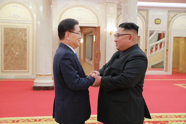 SEOUL, Sept. 6, 2018 (Xinhua) -- Chung Eui-yong (L), top national security adviser of the Blue House of South Korea, meets with Kim Jong Un, top leader of the Democratic People's Republic of Korea (DPRK), in Pyongyang, DPRK, on Sept. 5, 2018. South Korean President Moon Jae-in's special envoys met Wednesday with Kim Jong Un in their one-day visit to Pyongyang, the presidential Blue House of South Korea said. (Xinhua/South Korea Presidential Blue House/IANS) by .
