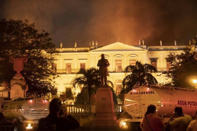 RIO DE JANEIRO, Sept. 3, 2018 (Xinhua) -- Photo taken on Sept. 2, 2018 shows the burning National Museum of Brazil in Rio de Janeiro, Brazil. A massive fire on late Sunday raced through Brazil's 200-year-old National Museum in Rio de Janeiro, causing no casualties but probably the total loss of a collection of more than 20 million items. (Xinhua/Li Ming/IANS) by .