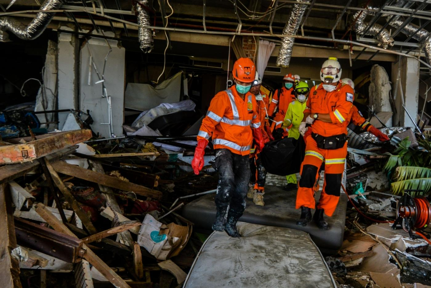 PALU, Oct. 3, 2018 (Xinhua) -- Search and Rescue team members search for victims at Balaroa, in Palu, Central Sulawesi, Indonesia. Oct. 3, 2018. The death toll from Indonesia's multiple earthquakes and an ensuing tsunami jumped to 1,407 on Wednesday, the country's disaster management agency said. (Xinhua/Iqbal Lubis/IANS) by .