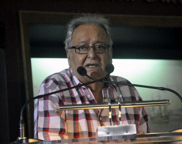 Kolkata: Actor Soumitra Chatterjee during inauguration of Nemai Ghosh's photo exhibition