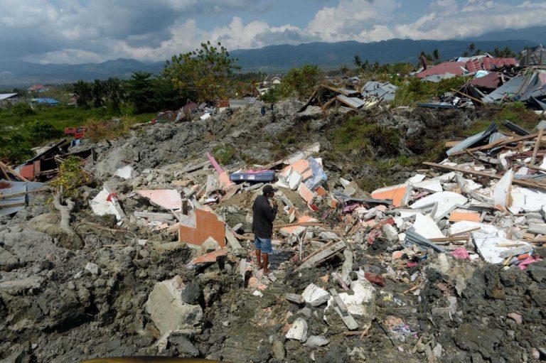 volcano tsunami hits indonesia