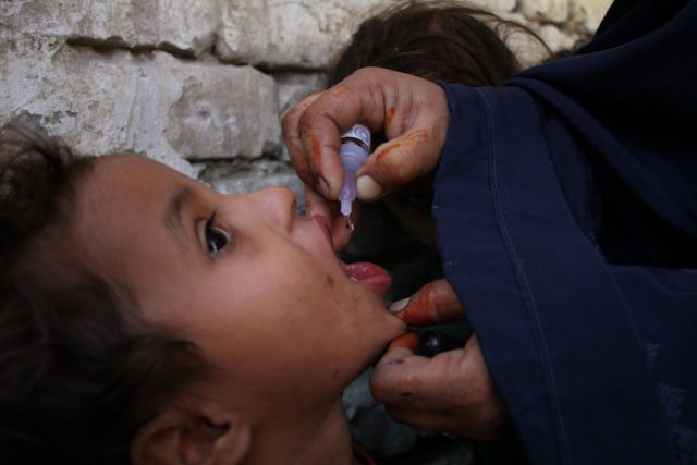 JALALABAD, Nov. 5, 2018 (Xinhua) -- A health worker gives a polio vaccine to a child during a vaccination campaign in Jalalabad city, capital of Nangarhar province, Afghanistan, Nov. 5, 2018. An anti-polio campaign started in Nangarhar province on Monday.(Xinhua/Saifurahman Safi/IANS) by .