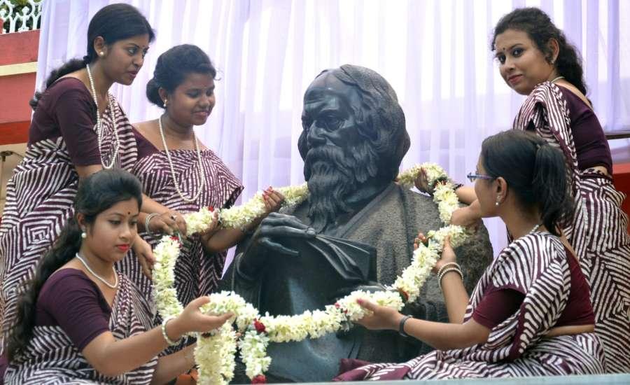 Kolkata: Students of Rabindra Bharati University offering tributes to Rabindranath Tagore during the 43rd Convocation of Rabindra Bharati University at Jorasanko Thakurbari in Kolkata on May 8, 2018. (Photo: IANS) by .