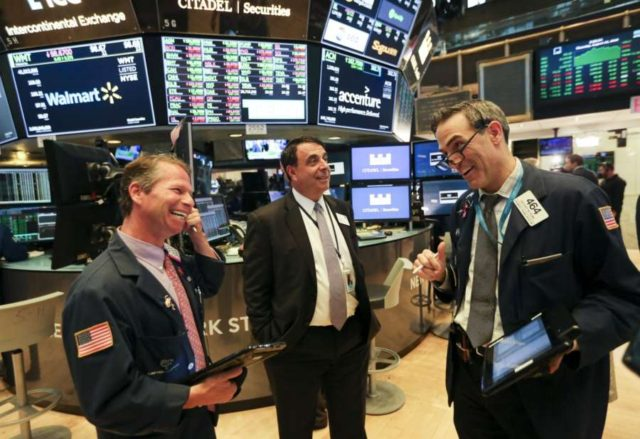 NEW YORK, Aug. 16, 2018 (Xinhua) -- Traders work at the New York Stock Exchange in New York, the United States, Aug. 16, 2018. U.S. stocks closed higher on Thursday with the Dow soaring nearly 400 points amid hopes for the U.S-China trade talks. The Dow Jones Industrial Average surged 396.32 points, or 1.58 percent, to 25,558.73. The S&P 500 rose 22.32 points, or 0.79 percent, to 2,840.69. The Nasdaq Composite Index climbed 32.41 points, or 0.42 percent, to 7,806.52. (Xinhua/Wang Ying/IANS) by .