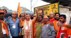 Allahabad: Shiv Sena workers leave for Ayodhya from Allahabad to join party chief Uddhav Thackeray who is scheduled to visit the city on Saturday and Sunday; on Nov 23, 2018. (Photo: IANS) by .
