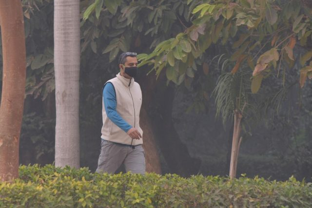 New Delhi: A man wears a mask to protect himself from pollution as smog engulfs New Delhi, on Nov 8, 2018. (Photo: IANS) by .
