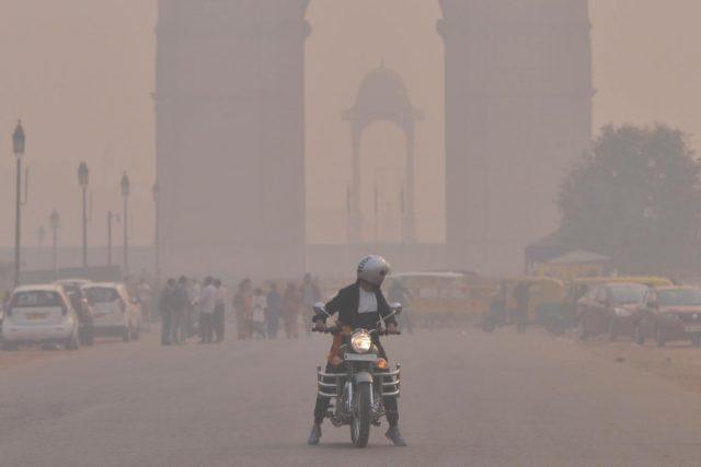 New Delhi: Smog engulfs New Delhi on Nov 8, 2018. (Photo: IANS) by .
