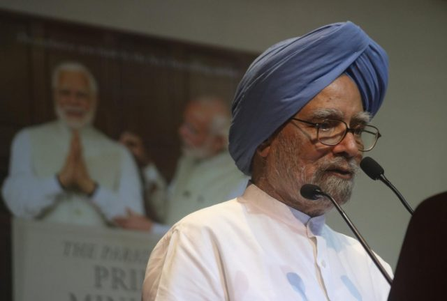 New Delhi: Former Prime Minister and Congress leader Dr. Manmohan Singh addresses at the launch of Shashi Tharoor's book
