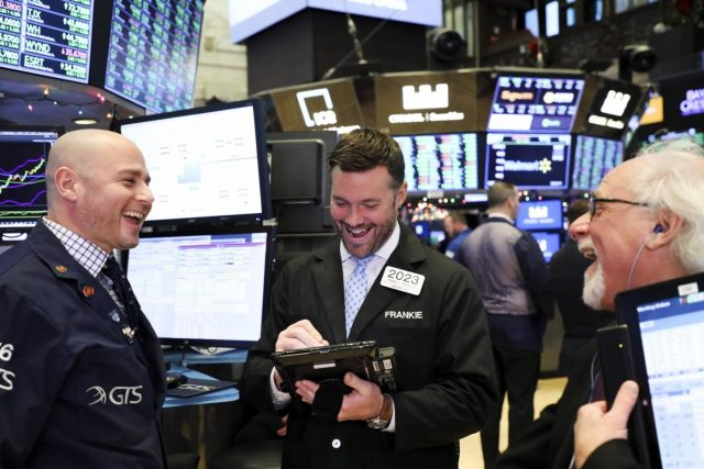 NEW YORK, Dec. 26, 2018 (Xinhua) -- Traders work at the New York Stock Exchange in New York, the United States, Dec. 26, 2018. U.S. stocks soared on Wednesday, with the Dow surging more than 1,000 points, as investors tried to regain some of the steep losses suffered in the previous trading sessions. The Dow Jones Industrial Average jumped 1,086.25 points, or 4.98 percent, to 22,878.45. The S&P 500 climbed 116.60 points, or 4.96 percent, to 2,467.70. The Nasdaq Composite Index advanced 361.44 points, or 5.84 percent, to 6,554.36. (Xinhua/Wang Ying/IANS) by .
