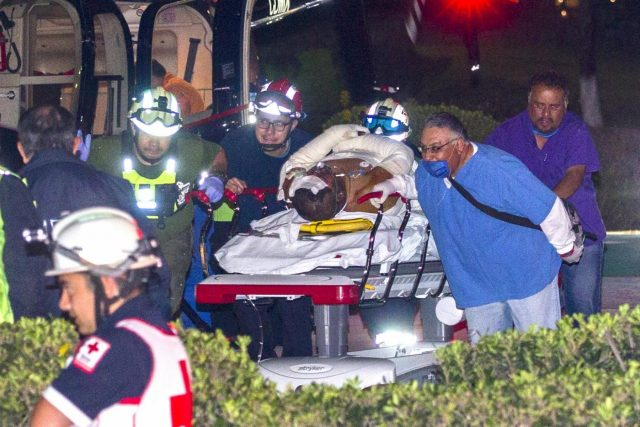 MEXICO CITY, Jan. 19, 2019 (Xinhua) -- MEXICO-HIDALGO-PIPELINE-EXPLOSION Paramedics move an injured person onto a helicopter after a pipeline explosion in the municipality of Tlahuelilpan, Hidalgo state, Mexico, Jan. 18, 2019. At least 20 people were killed and 54 others injured in a pipeline explosion in the central Mexican state of Hidalgo on Friday, local authorities said. (Xinhua/Str/IANS) by .