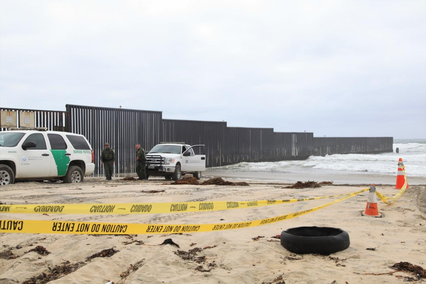 SAN DIEGO, May 1, 2018 (Xinhua) -- American policemen guard near the border wall between the U.S. and Mexico, in San Diego, the United States, April 30, 2018. Hundreds of Central American migrants arrived in Mexican border city Tijuana making a mass request for US asylum.(Xinhua/Huang Heng/IANS) by .