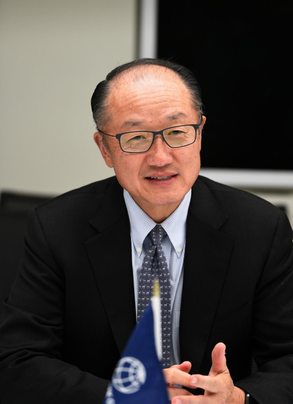 WASHINGTON D.C., Oct. 31, 2018 (Xinhua) -- World Bank Group (WBG) President Jim Yong Kim talks with journalists with Xinhua in Washington D.C., the United States on Oct. 29, 2018. China's reform and opening-up over the past 40 years has transformed the country into the world's second largest economy and provided valuable lessons for other developing countries to achieve economic success and alleviate poverty, World Bank Group (WBG) President Jim Yong Kim has said. (Xinhua/Liu Jie/IANS) by .