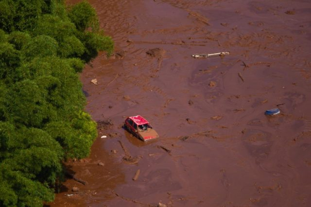 MINAS GERAIS (BRAZIL), Jan. 25, 2019 (Xinhua) -- A vehicle is seen submerged after the collapse of a dam in Brumadinho Municipality in the southeastern state of Minas Gerais, Brazil, on Jan. 25, 2019. About 200 people were missing after a tailings dam owned by Brazilian mining giant Vale collapsed Friday in the southeastern state of Minas Gerais, said local fire department. (Xinhua/AGENCIA ESTADO/O Tempo/Moises Silva/IANS) by .