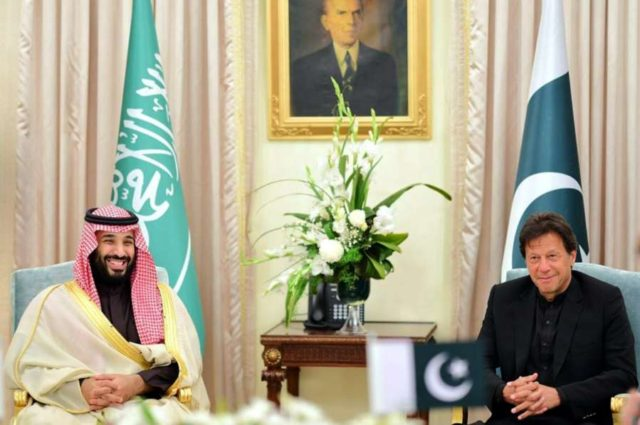 ISLAMABAD, Feb. 18, 2019 (Xinhua) -- Photo released by Pakistani Press Information Department (PID) on Feb. 18, 2019 shows Pakistani Prime Minister Imran Khan (R) meeting with Saudi Arabia's Crown Prince Mohammed bin Salman Al Saud in Islamabad, capital of Pakistan, Feb. 17, 2019. Saudi Arabia's Crown Prince Mohammed bin Salman Al Saud arrived in Pakistan on Sunday on a two-day official visit on bilateral and regional issues, with focuses on investment and economic cooperation. (Xinhua/PID/IANS) by .