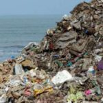 A heap of garbage, primarily plastic waste, lines a beach in Mumbai in Maharashtra, one of the states where a plastic ban has recently been introduced. (Photo Credit: Kartik Chandramouli/Mongabay) by .