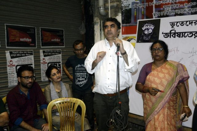Kolkata: Filmmaker Anik Dutta addresses at a demonstration against the withdrawal of his film