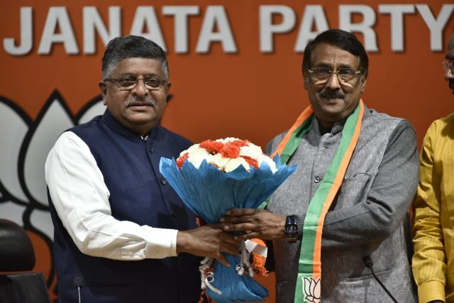 New Delhi: Congress leader Tom Vadakkan joins BJP in the presence of Union Minister and BJP leader Ravi Shankar Prasad in New Delhi, on March 14, 2019. (Photo: IANS) by .