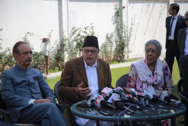 Jammu: National Conference (NC) Chairman Farooq Abdullah accompanied by Congress leaders Ghulam Nabi Azad and Ambika Soni, addresses a press conference where a seat-sharing pact for the 2019 Lok Sabha elections in Jammu and Kashmir was announced, in Jammu on March 20, 2019. (Photo: IANS) by .
