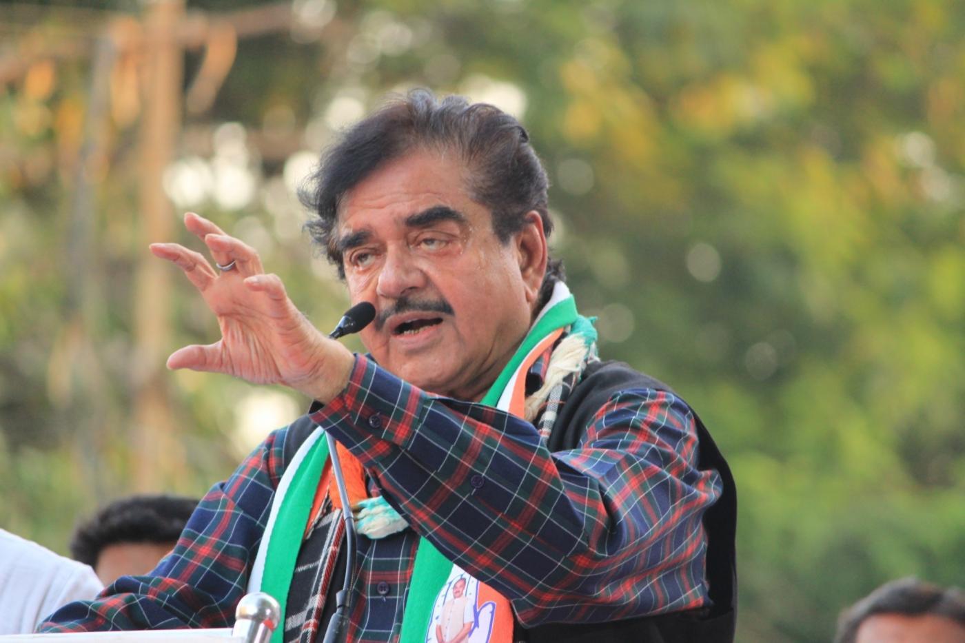 Vadodara: Congress leader Shatrughan Sinha addresses during an election campaign rally ahead of the 2019 Lok Sabha elections in Vadodara, Gujurat on April 20, 2019. (Photo: IANS) by .
