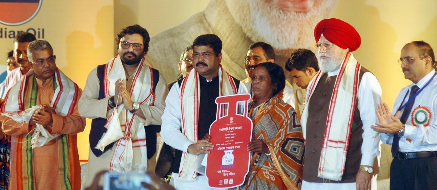 Kolkata: Union Ministers Dharmendra Pradhan and Babul Supriyo and BJP MP S. S. Ahluwalia at the launch of Pradhan Mantri Ujjwala Yojana (PMUY) in Kolkata, on Aug 14, 2016. Also seen West Bengal BJP chief Dilip Ghosh. (Photo: IANS) by .