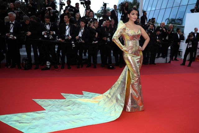 CANNES, May 20, 2019 (Xinhua) -- Actress Aishwarya Rai Bachchan poses for photos upon her arrival at the premiere of the film
