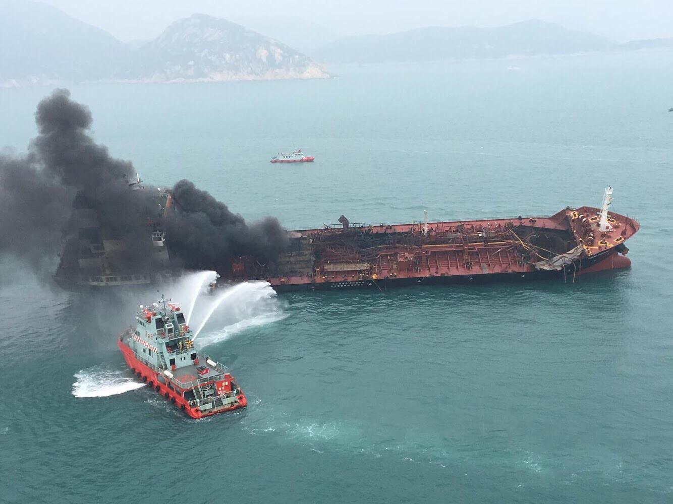 CHINA-HONG KONG-LAMMA ISLAND-OIL TANKER BLAZE (CN) by XInhua.