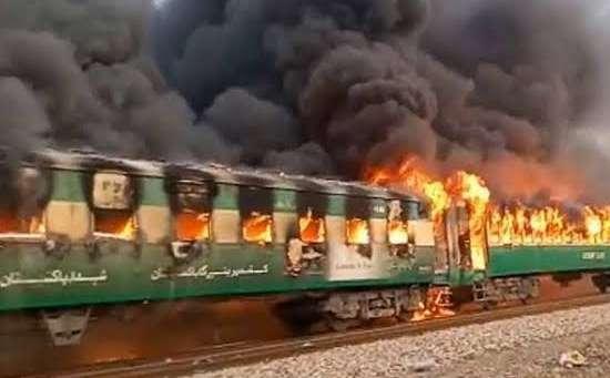 10 killed in Pak train fire by .